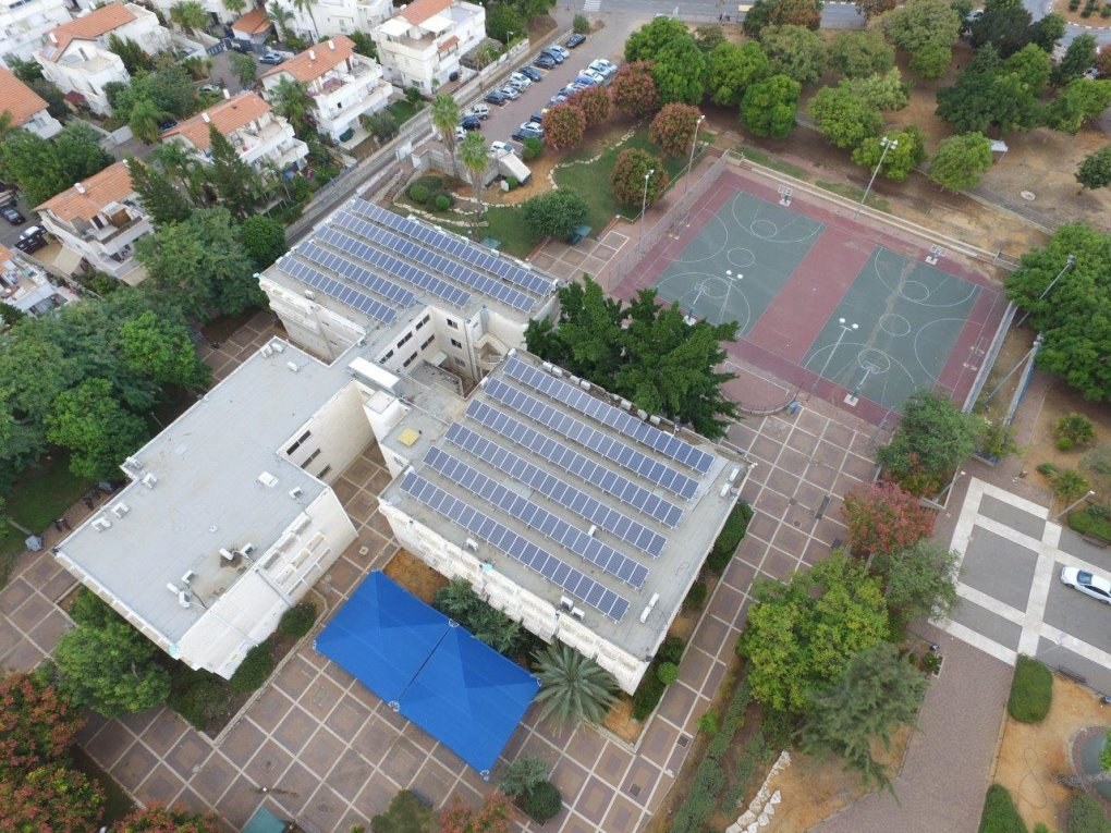 מערכת סולארית על גג