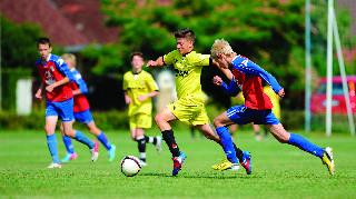 כדורגלנים צעירים בפעולה