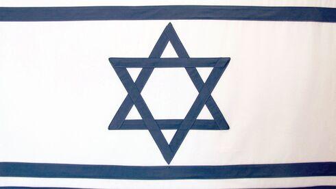 שחזור של הדגל הכחול־לבן הראשון שהונף בעולם
