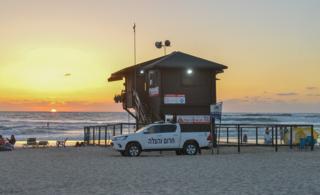 סוכת מציל בחוף ראשון לציון