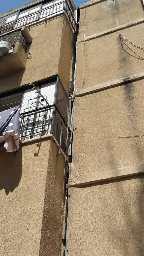 """הסדק בבניין בראשל""""צ. סכנת חיים"""