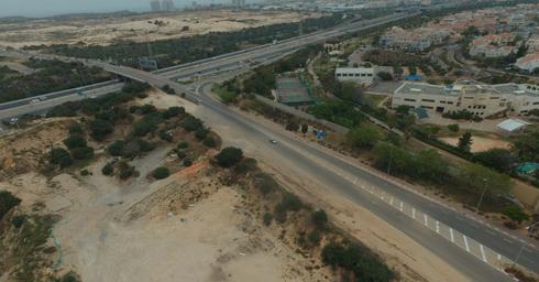גניבת החול. השאירו בור גדול | צילום רשות מקרקעי ישראל