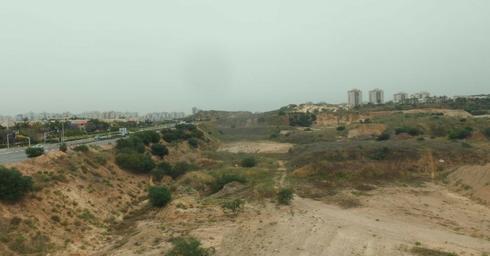 גניבת החול. מצג שוא של עבודות לרכבת | צילום רשות מקרקעי ישראל