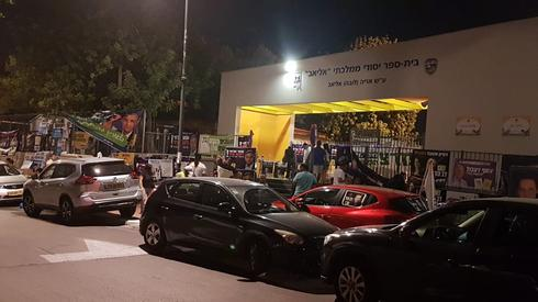 מצביעים בקלפי בבית ספר 'אליאב' | צילום: אבי איצקוביץ'