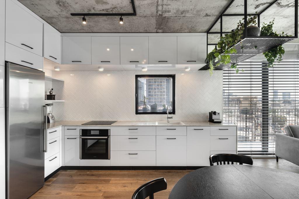 מבט אל המטבח. צילום: עודד סמדר
