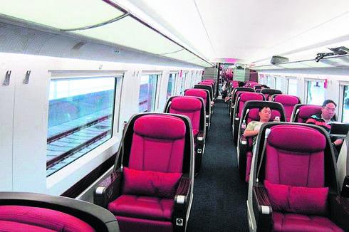 מושבים שנפתחים למיטות. רכבת בסין   צילום פרטי