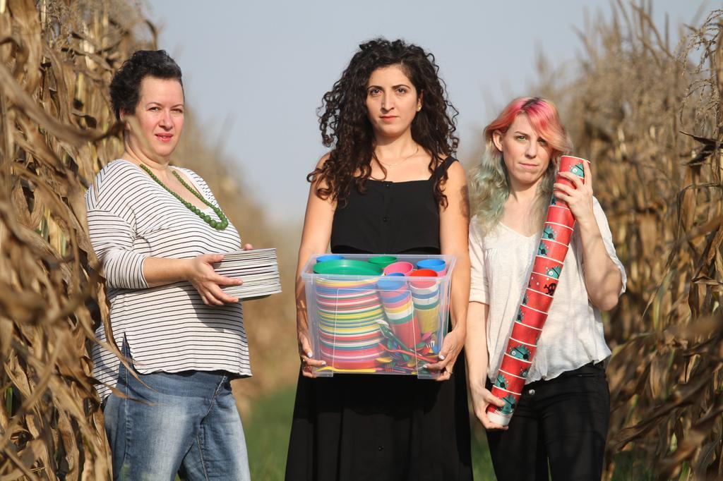 אפרת גוטליב שמיר, נופר פלד לוי ורויטל טבע. אמהות המהפכה | צילום: אסף פרידמן