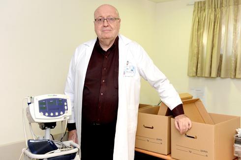 """ד""""ר פלכטר. """"לא אשאיר את החולים לבד   צילום: קובי קואנקס"""